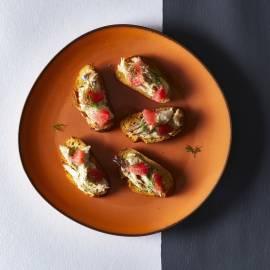 Crostini met grapefruit en gerookte makreel