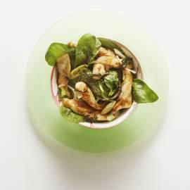 Kipsalade met spinazie en saliedressing