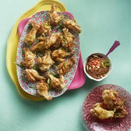 Kippenpootjes met pinda-chilisaus