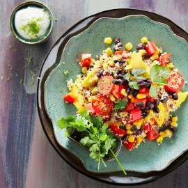 Quinoa-salade met bonen en mango