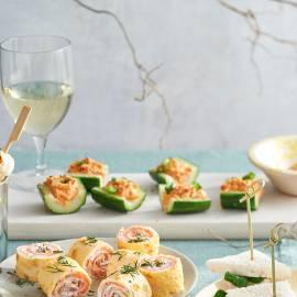 Komkommerschuitjes met pittige tonijnsalade