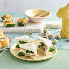 Mini sandwiches met mierikswortel-makreelmousse