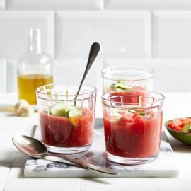 Zomerse tomatensoep met watermeloen en komkommer