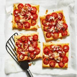 Tomatentaartjes met honing en tijm