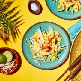 Friszoete mangosalade met gefrituurde garnalen