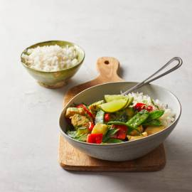 Groene curry met courgette, peultjes en kip