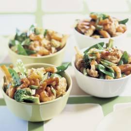 Roergebakken broccoli en bloemkool met garnalen