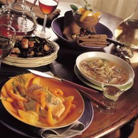 Roergebakken garnalen met zwarte pasta