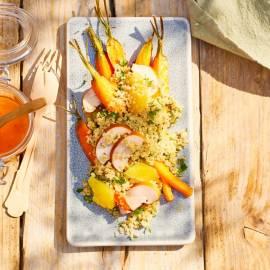 Quinoa-salade met geroosterde wortel en gerookte kip