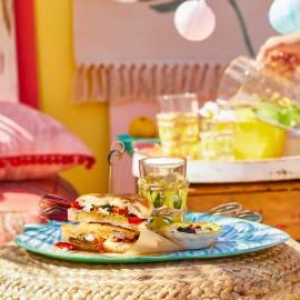 Arabische tosti met aubergine, dadels en feta