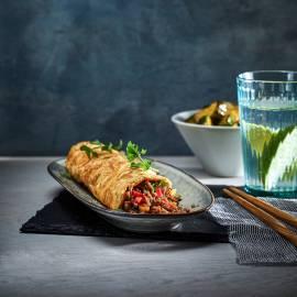 Javaanse gehaktrol met zoetzure komkommer
