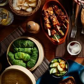 Gestoomde groenteloempia's met chilidip