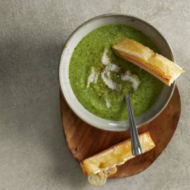 Romige broccolisoep met kaascrostini