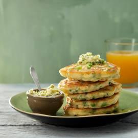 American pancakes met doperwten en bieslookboter