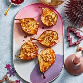 Gebakken peren met hazelnoten en honing