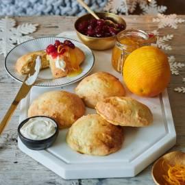 Scones met cranberry-sinaasappeljam