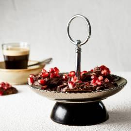 Bonbon van pure chocolade en granaatappel