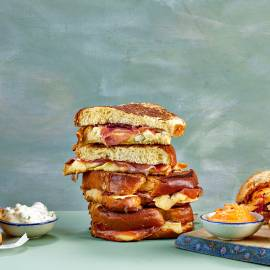 Brioche-tosti met prosciutto en brie