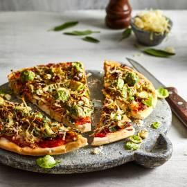Pizza met spruitjes, prei en gruyère