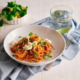 Spaghetti met gekaramelliseerde sjalotten en mozzarella