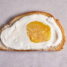 Sandwich lemon curd met mascarpone en gestampte muisjes