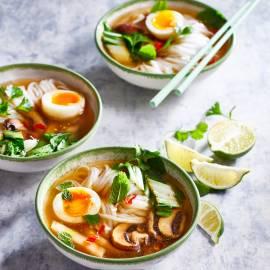 Pho met een zachtgekookt ei
