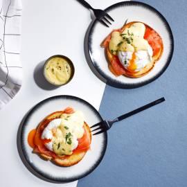 Eggs benedict met gerookte zalm en bearnaisesaus