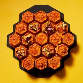 Honingcake met pistache-crunch
