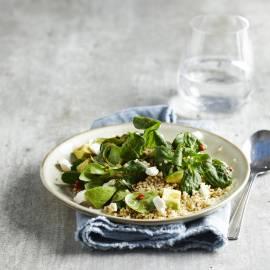 Quinoa-salade met avocado en geitenkaas