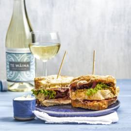 Clubsandwich met knapperige parmaham en citroenmayonaise