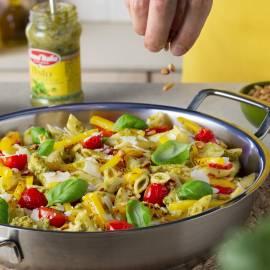 Penne met pesto, tomaatjes en paprika
