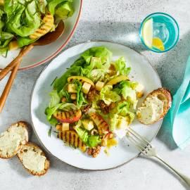 Zomerse maaltijdsalade met Goudse kaas en noten