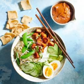 Gado gado-bowl met krokante tofu