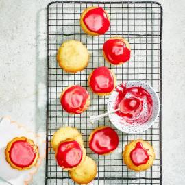 Roze koeken met frambozenglazuur