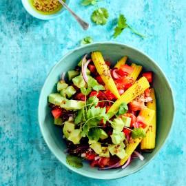 Babymais-salade met avocado en korianderdressing