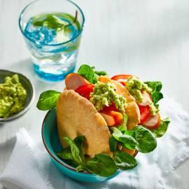 Pitabroodje met gerookte kip en guacamole