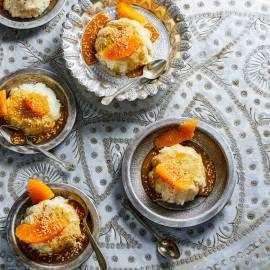 Vanillerijst-timbaaltje met sinaasappel en karamel-sesamsaus