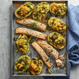 Broccoli-cheddar-aardappels met zalm
