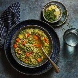Doperwtensoep met worteltjes en rijst