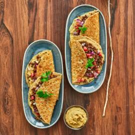 Pannenkoeken met linzensalade en kikkererwtendip