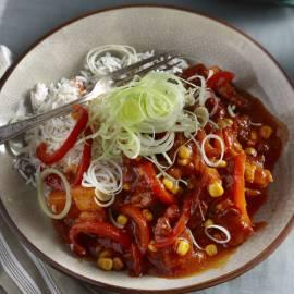 Babi pangang met prei, paprika en mais