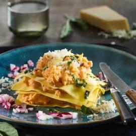 Open ravioli met zoete aardappel, rode ui en salieboter
