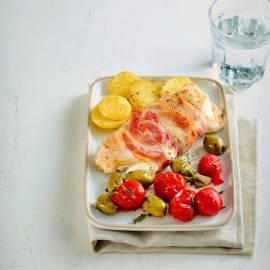 Kip uit de oven met pancetta, mozzarella en gepofte tomaatjes