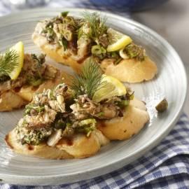 Bruschetta met sardientjessalade