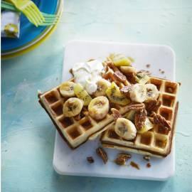 Wafels met banaan, kiwi en pecannoten